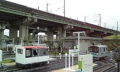 ミニ電車と新幹線の高架