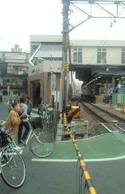 野方駅の踏切